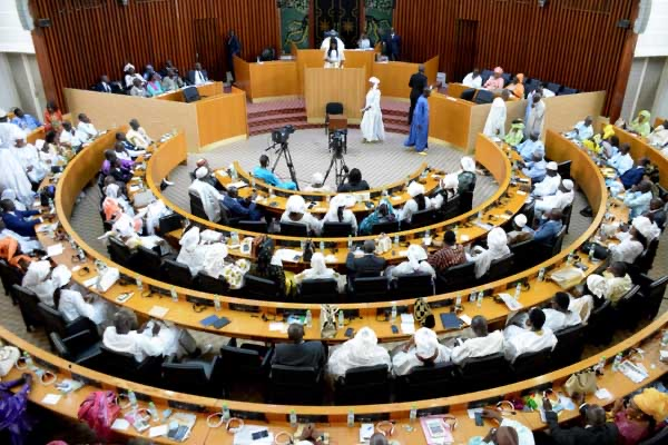 Validation de la commission Ad hoc : La plénière a majoritairement procédé à la ratification avec 68 députés votant OUI.