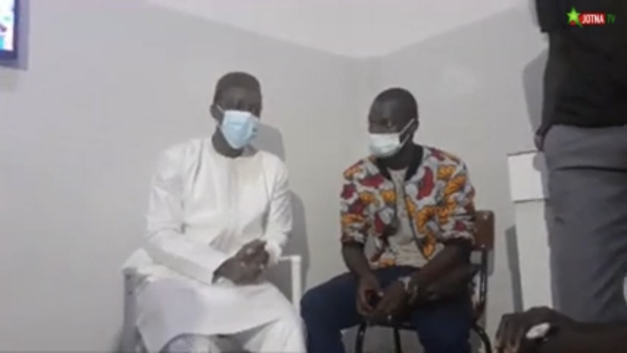 UCAD : Ousmane Sonko rend visite aux étudiants de Pastef à l'université.