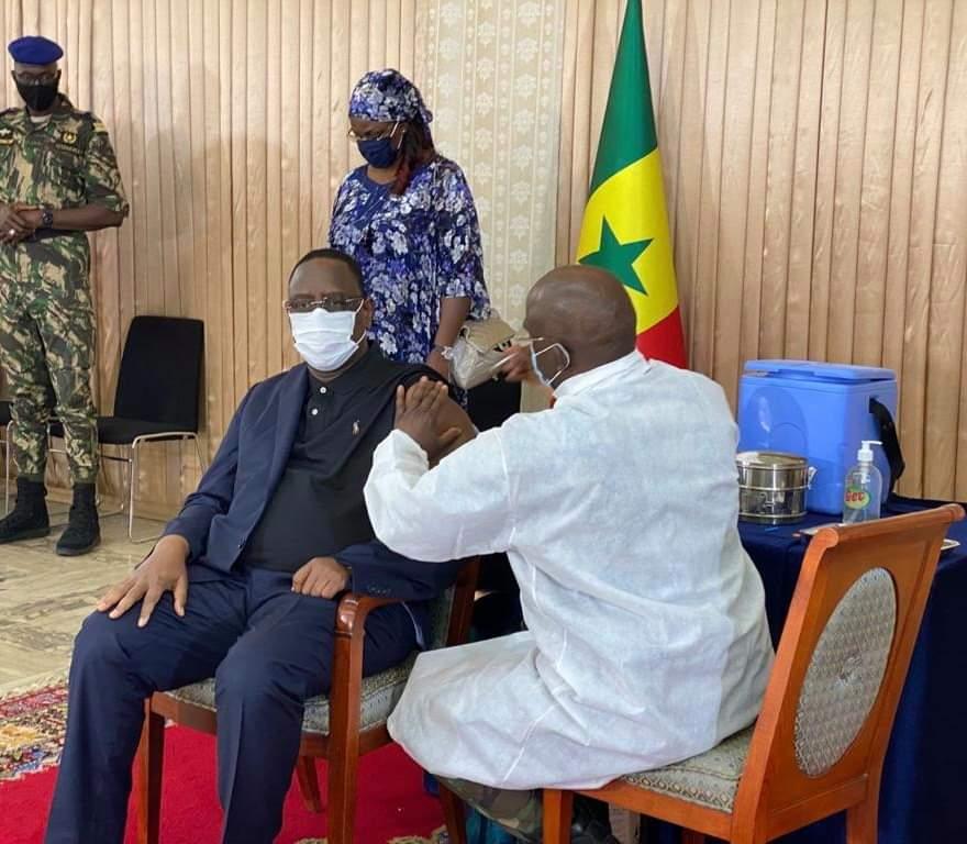 Covid-19 : Le président Macky Sall s'est fait vacciner.