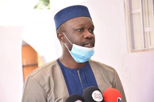 Mandat d'amener : Ousmane Sonko est au bureau du Chef de poste de sécurité du palais de justice.