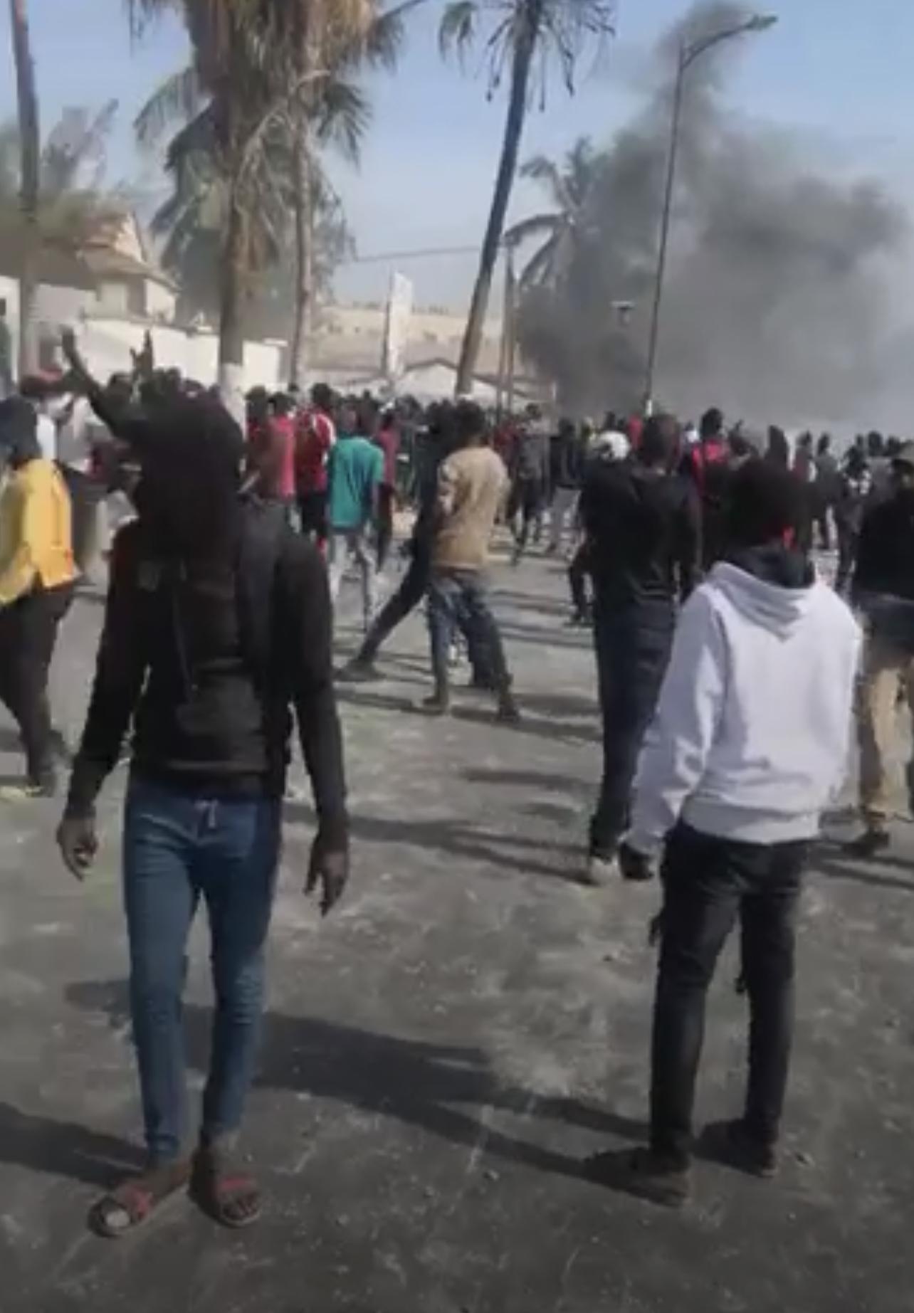 Dakar : Deux jeunes manifestants blessés.