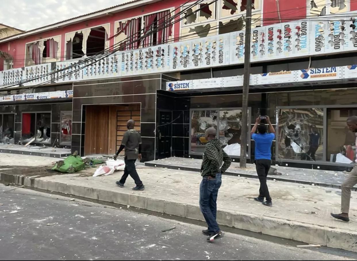 Manifestations : Après L'obs et la Rfm, les locaux de la Tfm saccagés.