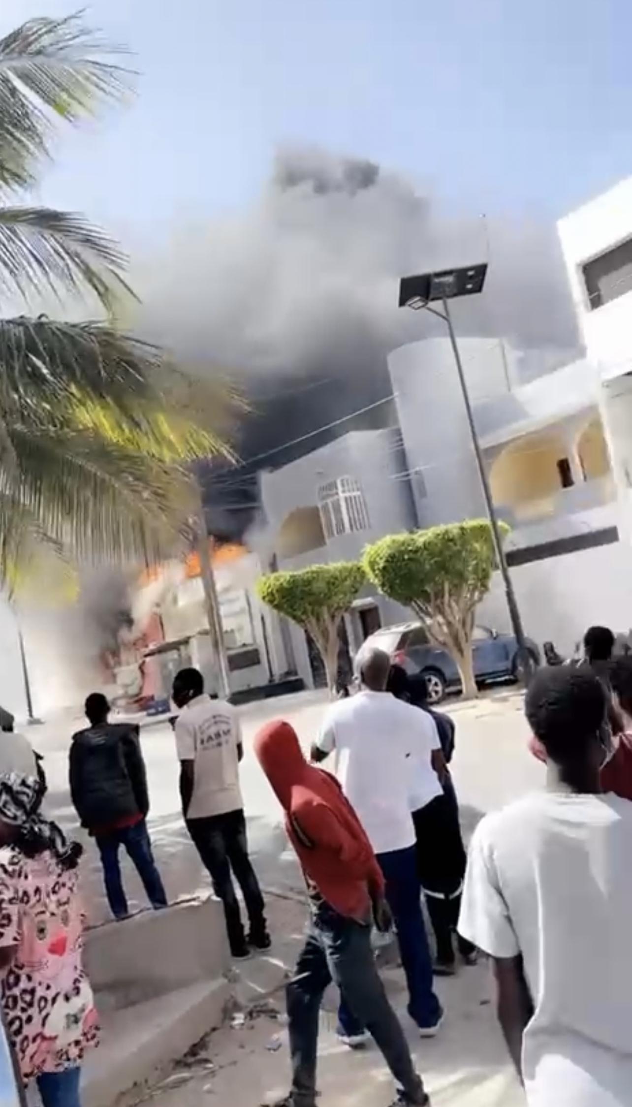 Urgent : Le magasin Auchan de Liberté 6 Extension en feu.