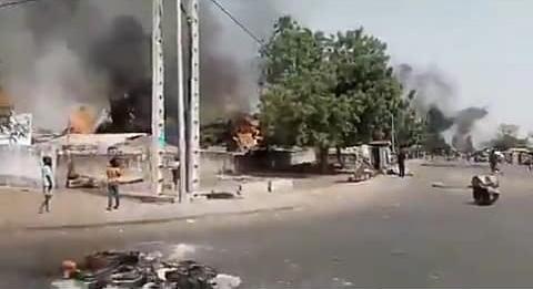 Affaire Sonko : un blessé grave par balle réelle. La gendarmerie, des véhicules, le bureau de la douane et des eaux et forêts brûlés et saccagés à Mandat Douane.