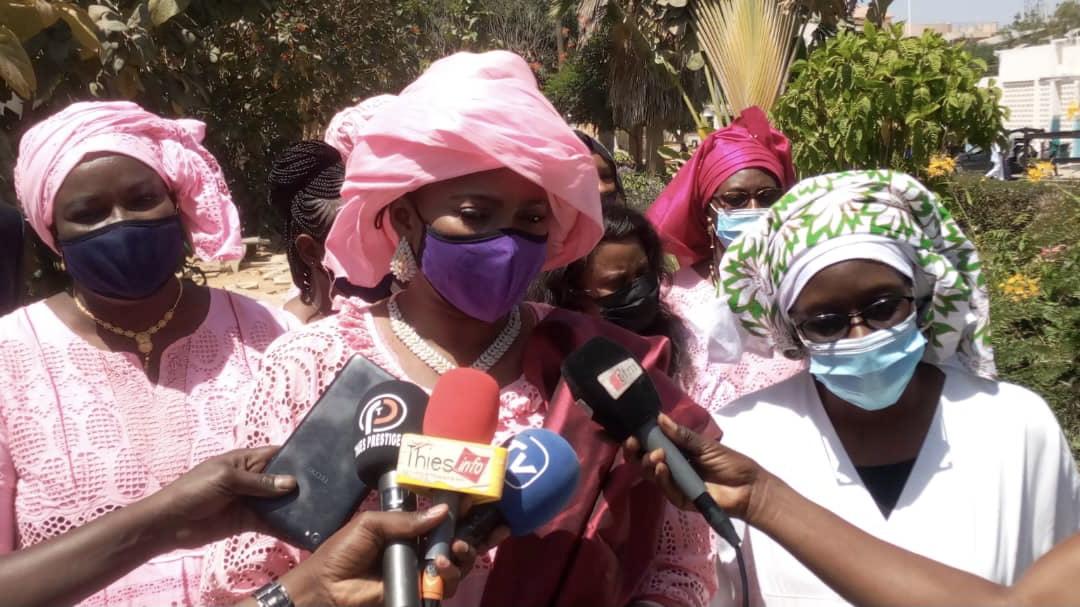 Thiès : L'amicale des femmes de l'AIBD offre des masques et des cadeaux aux femmes de l'hôpital Amadou Sakhir Ndiéguène.