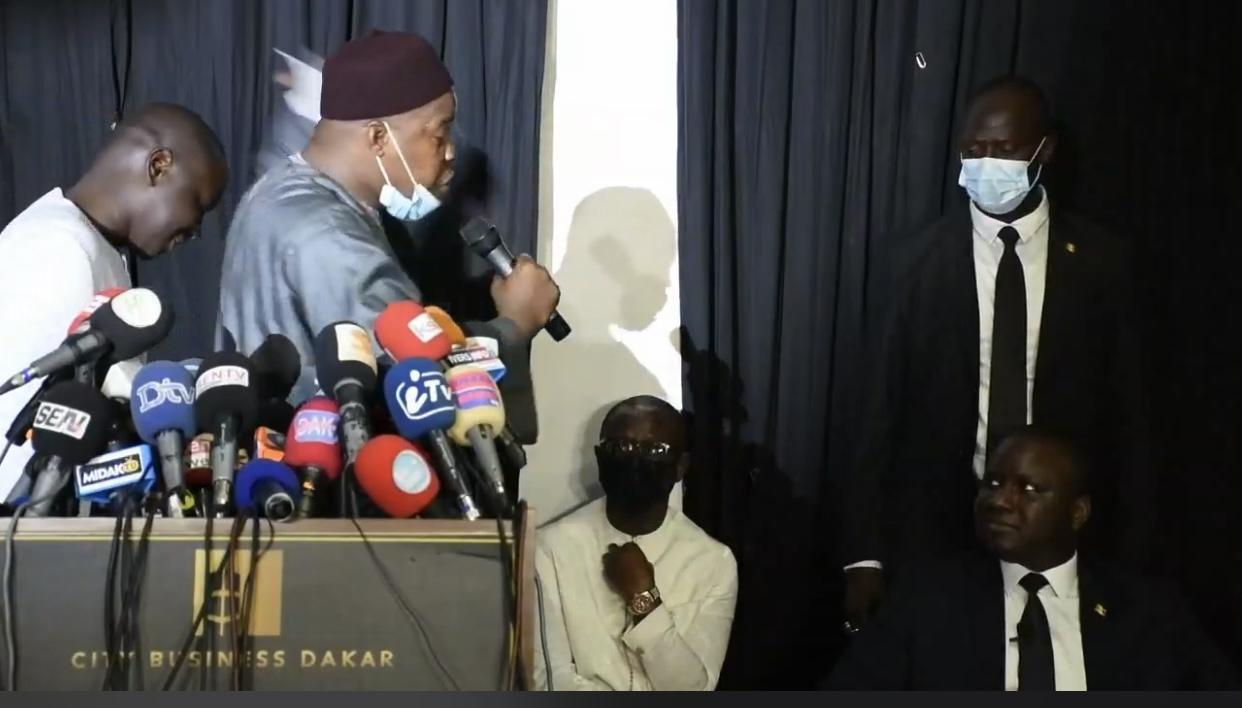 Déclaration de Déthié Fall : Une forte présence de l'opposition aux côtés du député.