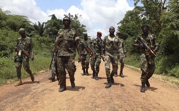 Côte d'Ivoire : Trois soldats tués dans des attaques contre des camps militaires ivoiriens.