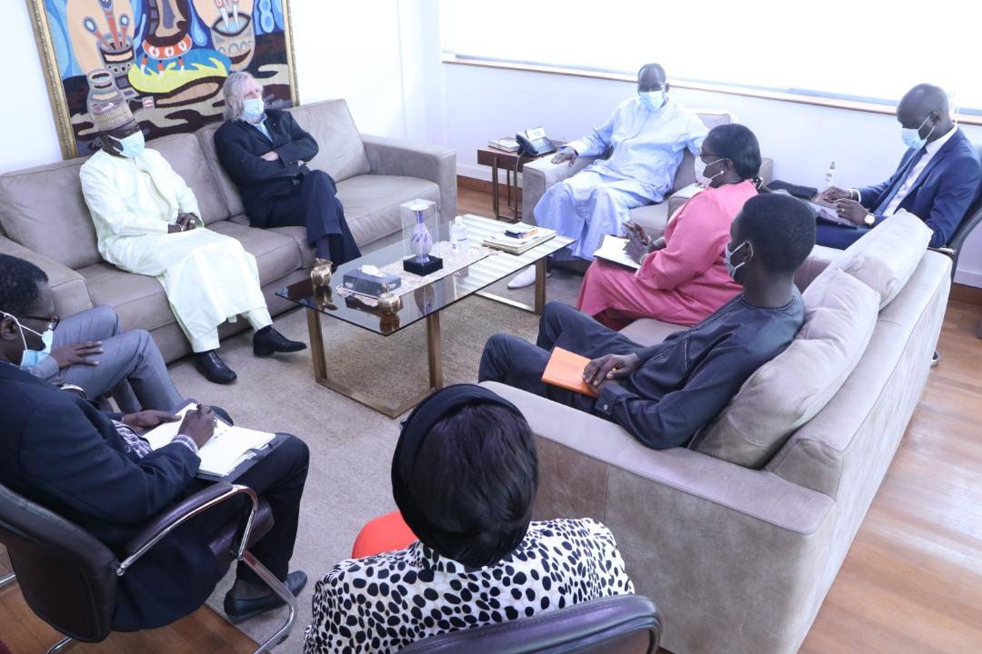Lutte contre la Covid-19 : Les raisons de la visite du Pr Didier Raoult aux autorités sanitaires Sénégalaises.