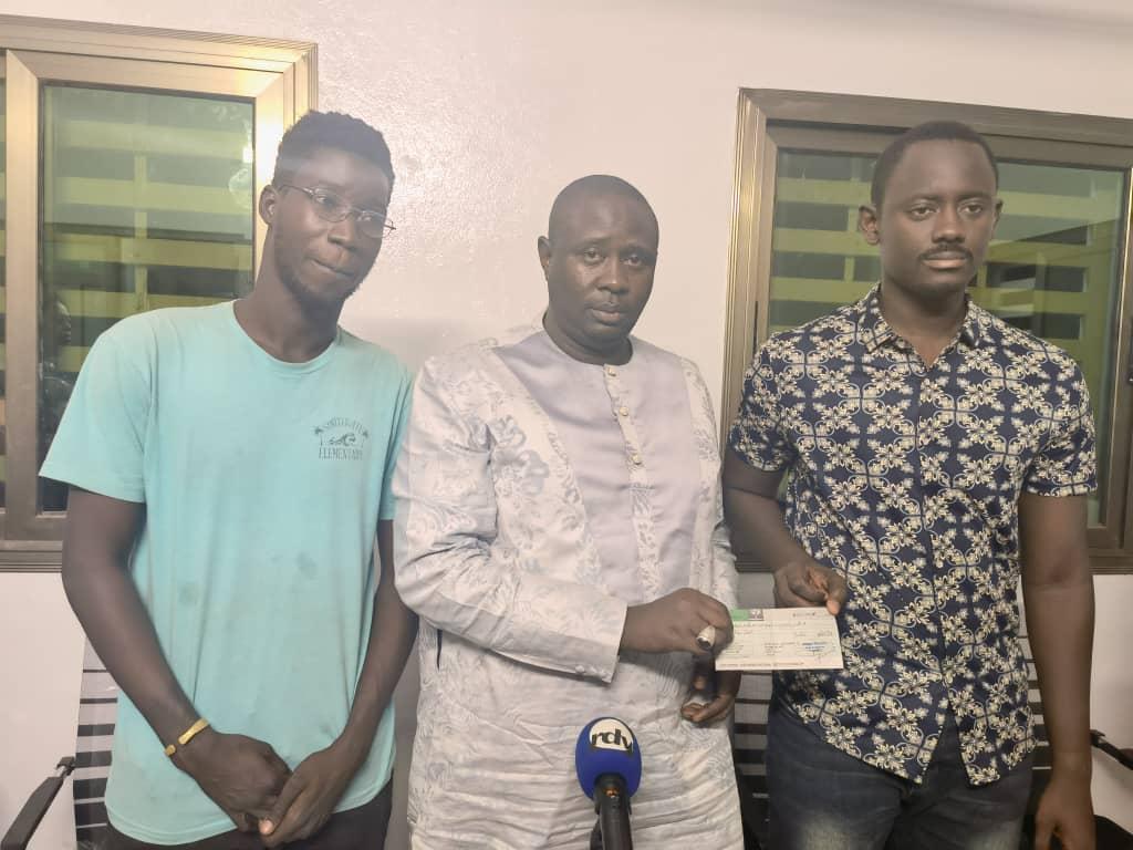 Kaolack : Ablaye Khouma dégage une enveloppe de près de 3 millions et plus de 3.000 tickets de restauration au profit des étudiants de l'université de Ziguinchor ressortissants de la ville de Mbossé.