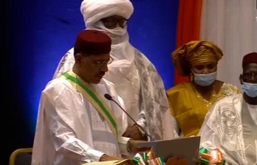 Niger : Mohamed Bazoum investi président de la République.