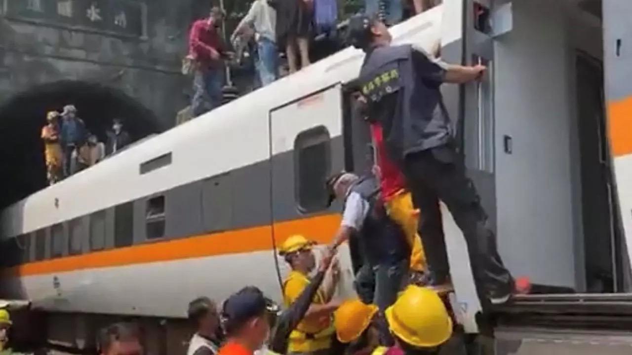 Taïwan : au moins 41 morts après le déraillement d'un train.