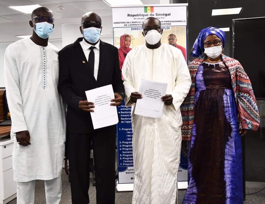 DIRECTION DE L'EMPLOI / Pape Modou Fall signe une convention de partenariat avec la CAAD au bénéfice de 12 sortants de l'INEFJA.