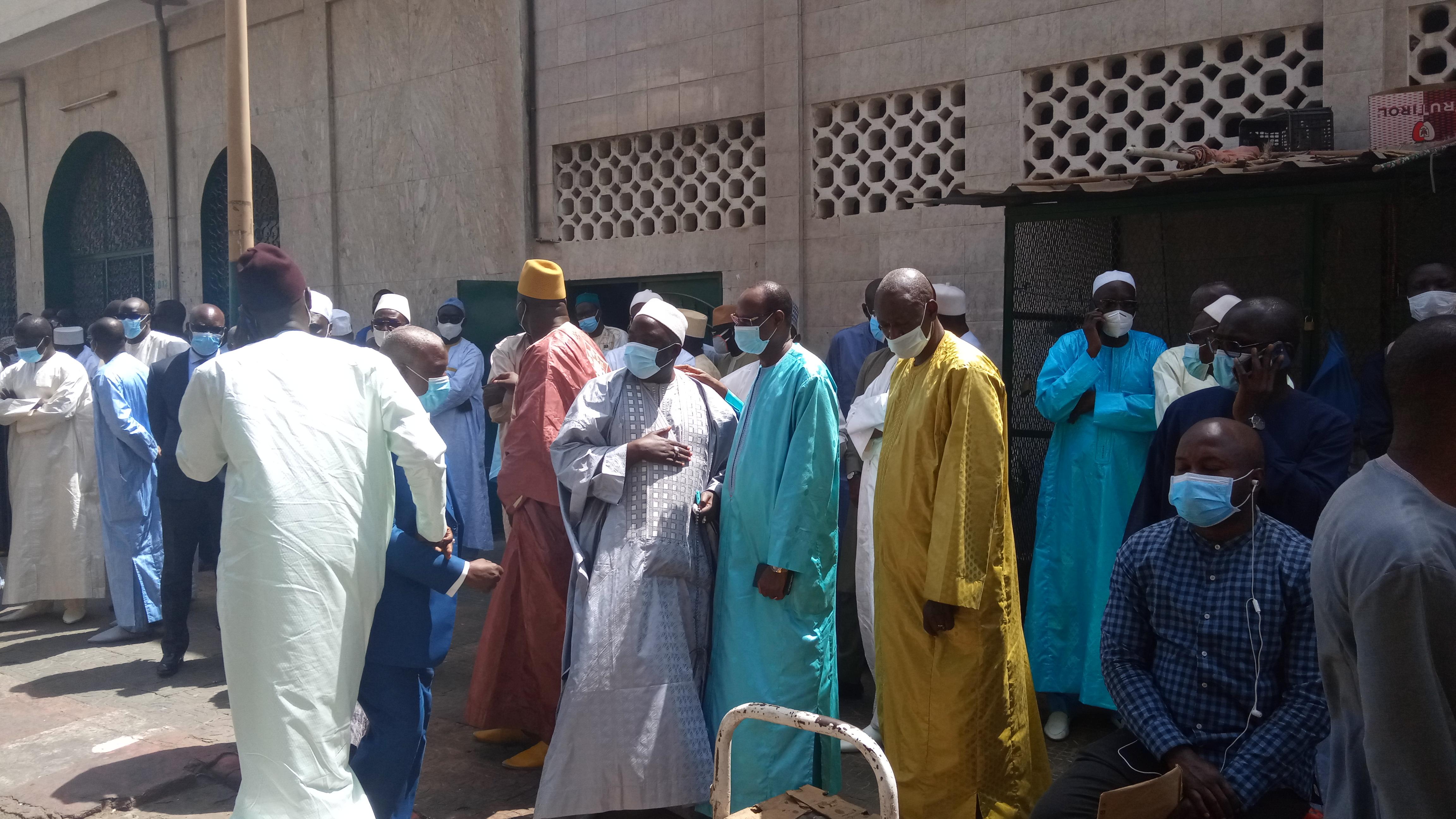 Levée du corps de Ibrahima Sakho : L'administration sénégalaise se déplace pour un dernier hommage à un grand commis de l'État.