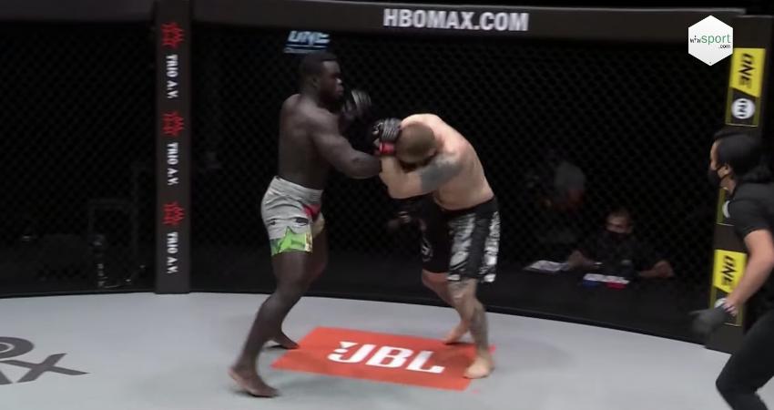 MMA / UFC : Et de trois victoires pour Reug-Reug qui défie les poids lourds ! « Gni nieup malène meune »