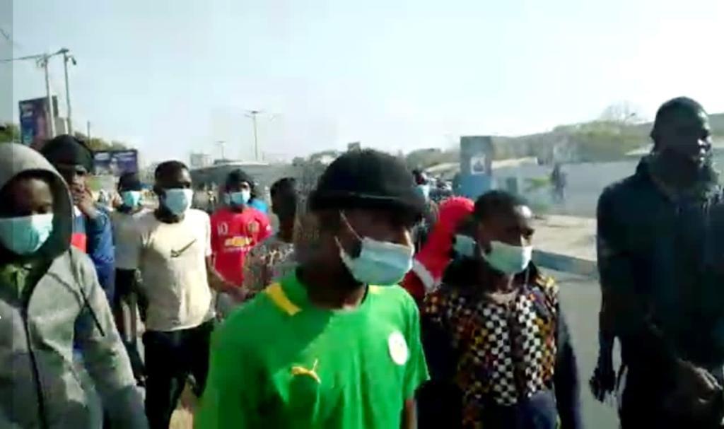 Affrontements entre étudiants et forces de l'ordre sur la Corniche : Idrissa Seck, sur place, joue la carte de la médiation.