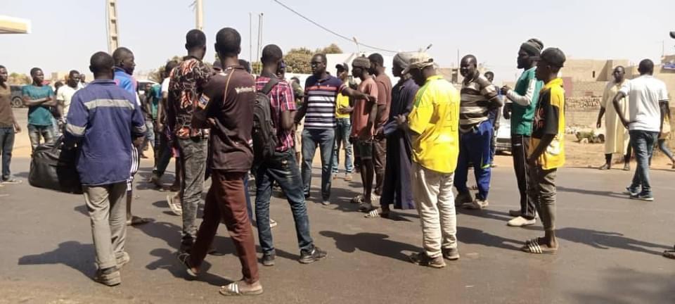 Bambilor : Les populations bloquent la circulation et exigent l'érection de relentisseurs après un accident ayant fait deux morts.