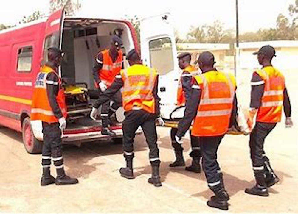 Tivaouane : Un accident entre une Dacia et un camion des Ics fait 5 morts et plusieurs blessés.