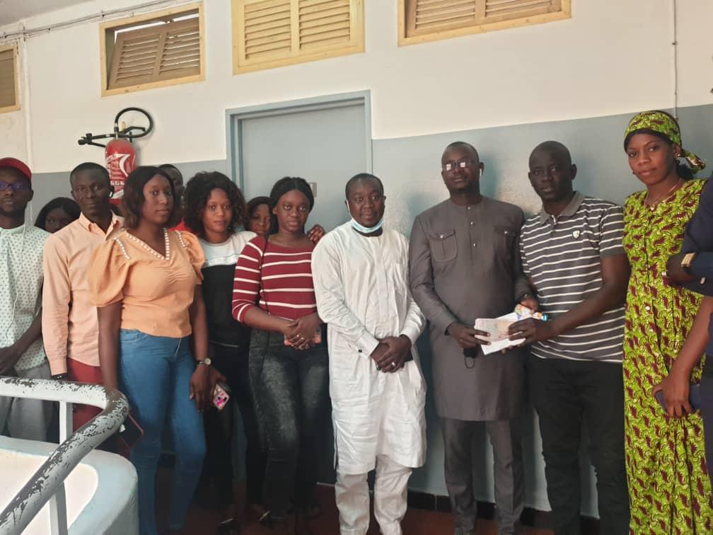 Appui aux étudiants Thiessois : Abdou Mbow met la main à la poche pour payer les arriérés de loyers de ces jeunes frères.