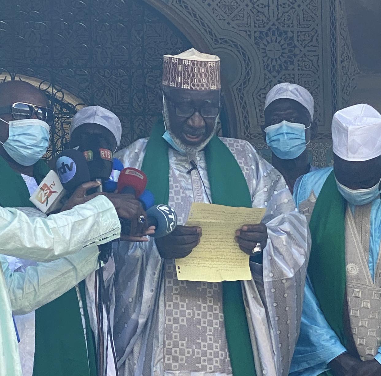 Imam Seydou Nourou Tall: « L'Etat doit tout faire pour soutenir la jeunesse. Les événements de mars prouvent que la situation des jeunes est inquiétante.. Mais les parents doivent renforcer l'Education des enfants...»