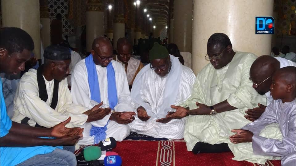 ( IMAGES) Muqadimatul Khidma reçoit Serigne  Bassirou Mbacké Khadim Awa Bâ venu lui remettre une enveloppe financière en guise de soutien.