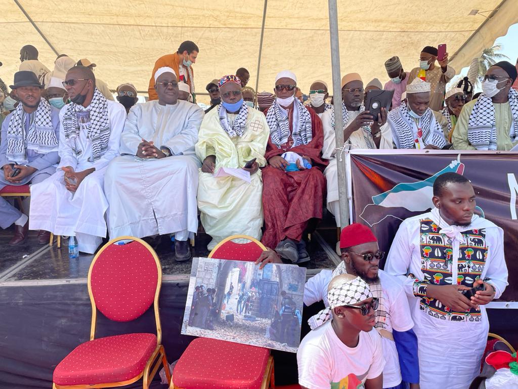 MANIF POUR LA PALESTINE / Le Président Macky Sall représenté par une délégation dirigée par Serigne Cheikh Abdou Lahad Mbacké Gaïndé Fatma.