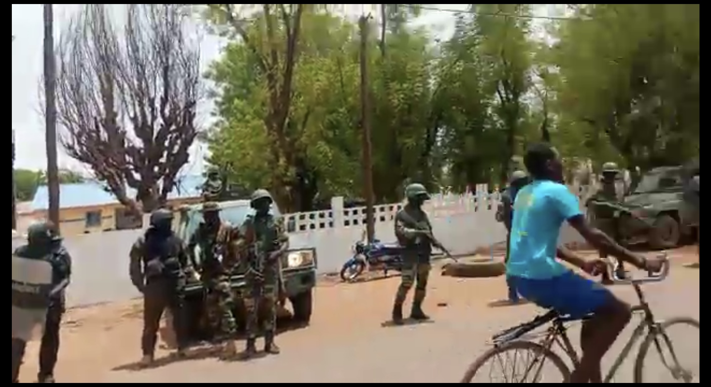 Goudiry : Une manifestation contre le vol récurrent de bétail vire à une altercation entre éleveurs et forces de l'ordre.