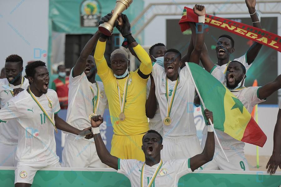 Finale CAN Beach Soccer : Les Lions sacrés champions à Saly en battant le Mozambique 4-1.
