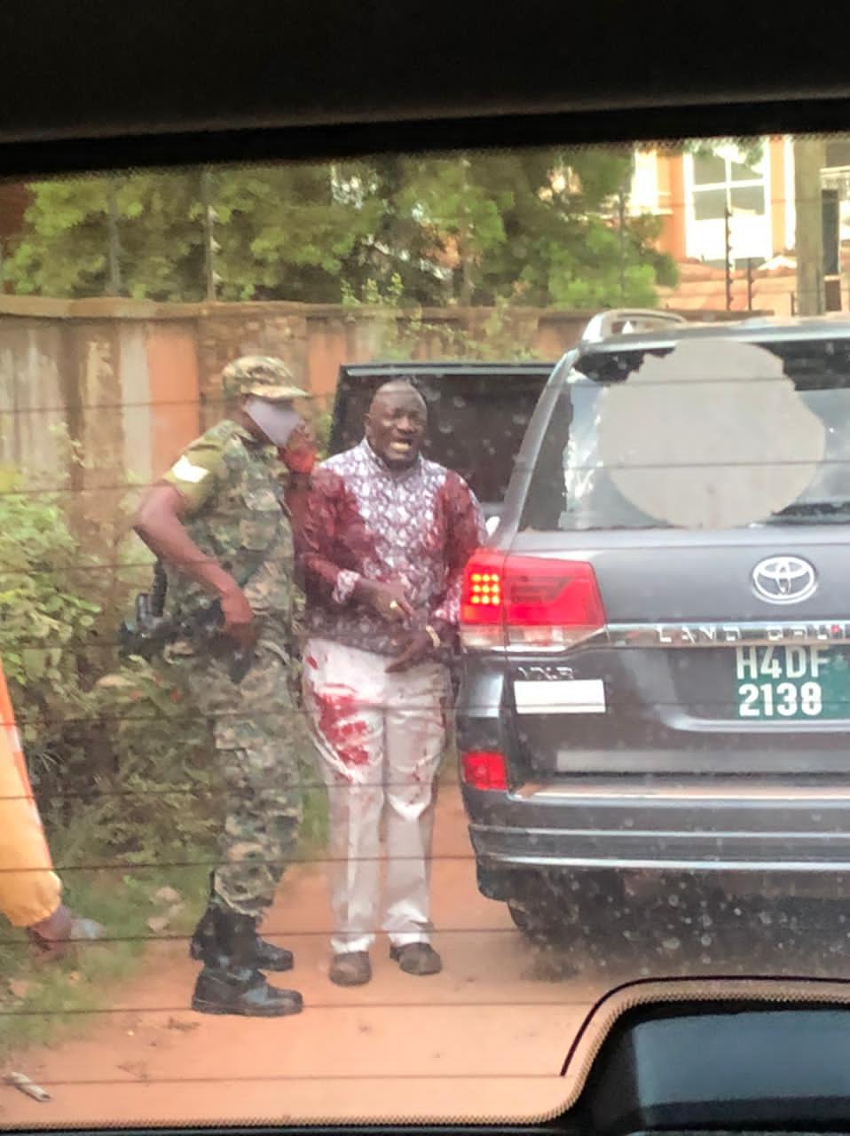 Tentative d'assassinat : Un ministre ougandais échappe à la mort, mais y perd sa fille et son chauffeur.