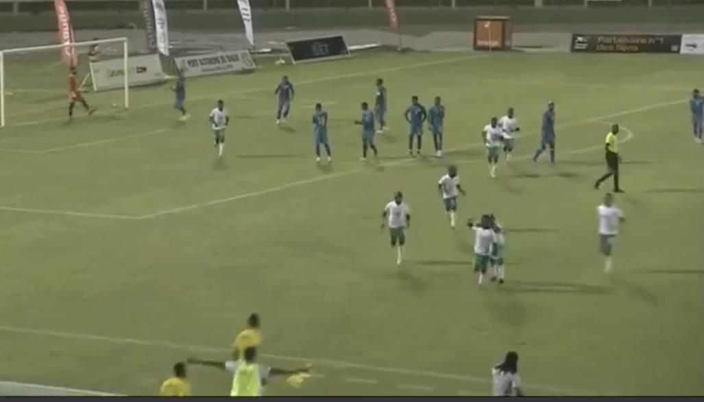Stade Lat Dior de Thiès : Le Sénégal mène par 1 but à 0 grâce à un magnifique coup franc de Gana Guèye.
