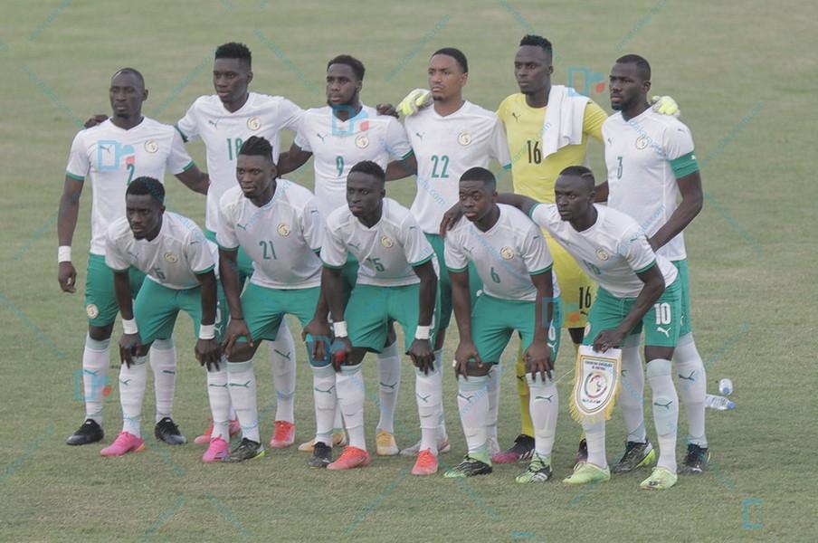 Sénégal - Cap-Vert : Idrissa Gana Gueye sur coup-franc direct et Sadio Mané sur penalty offrent le derby aux Lions (2-0).