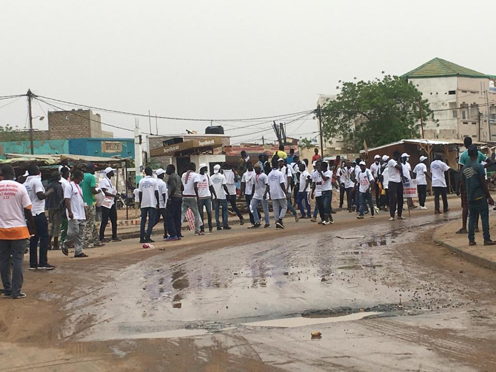 Interdiction de marche à Kaolack : La police disperse la manifestation des prestataires de la Senelec à coups de grenades lacrymogènes.
