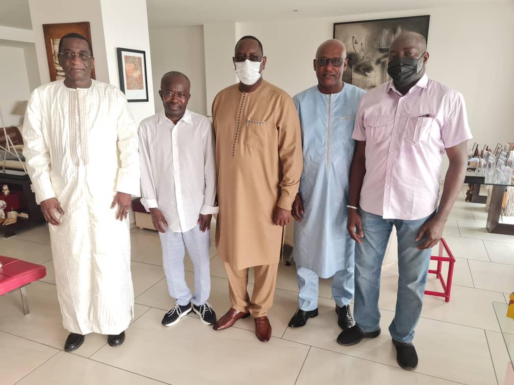 Rappel à Dieu de son jeune frère: le Président Sall chez Mamadou Diagna Ndiaye pour présenter ses condoléances