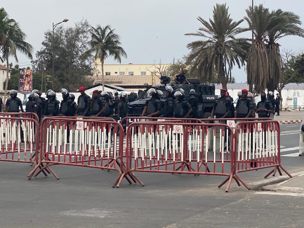 Mobilisation à la Place de la Nation : Un important dispositif sécuritaire quadrille la zone.