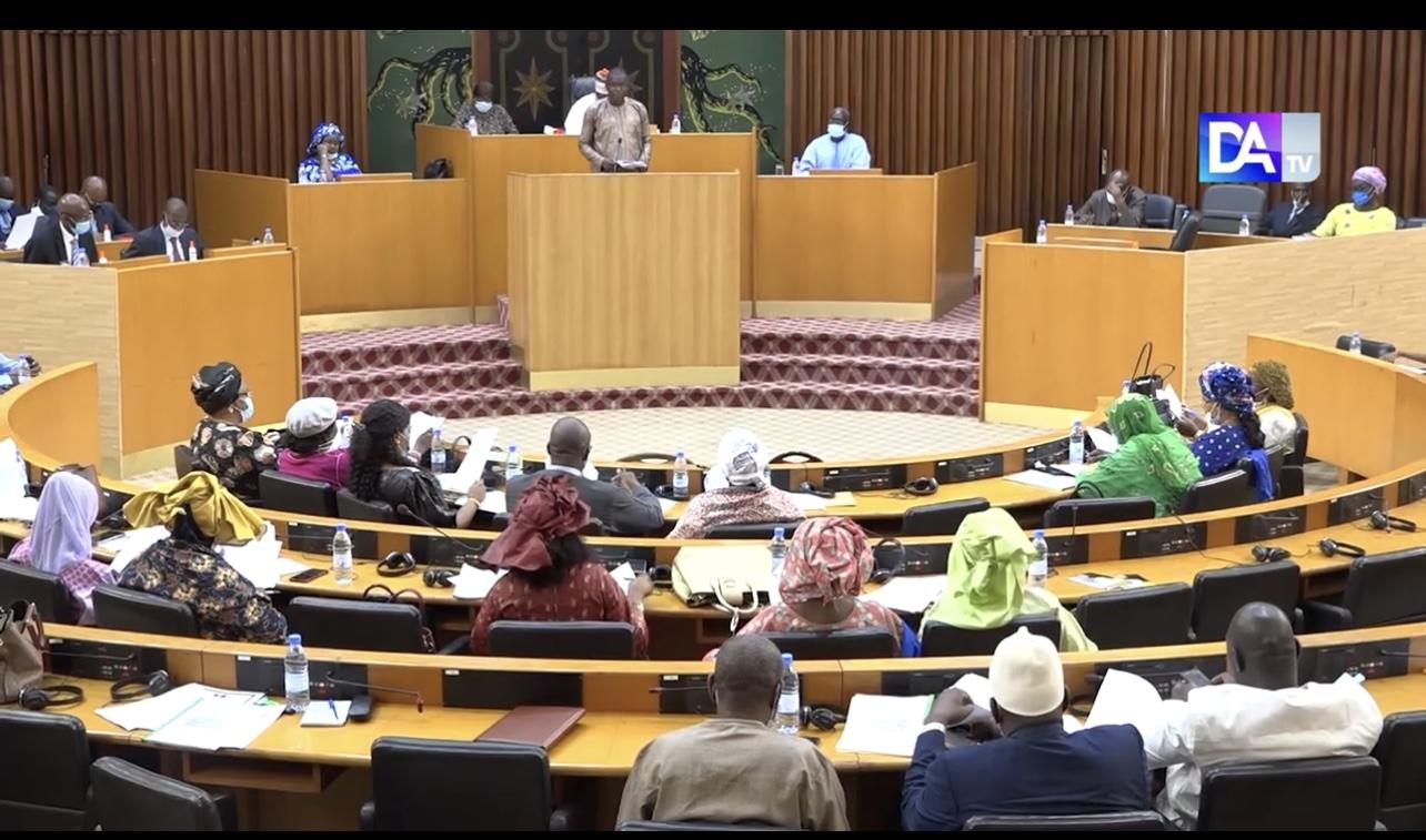 Assemblée nationale : les parlementaires adoptent le projet de LFR 2021 arrêté à 4.544 milliards, pour booster les secteurs de la santé, de l'énergie et de l'emploi des jeunes.