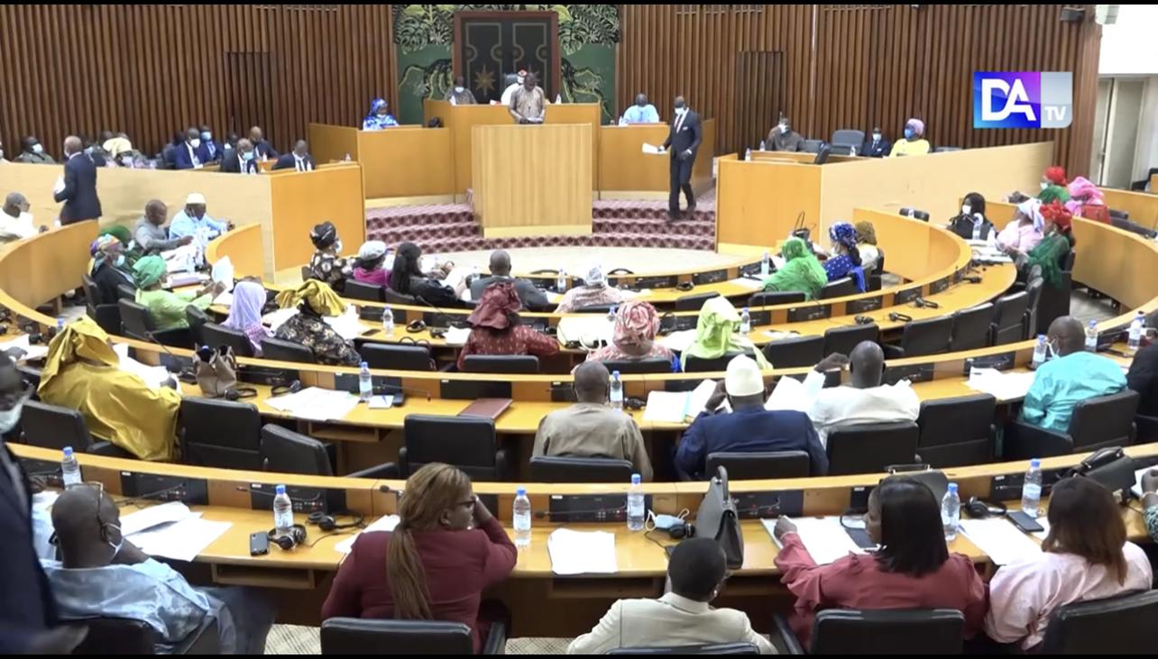 Assemblée Nationale : Les deux projets de loi portant modification du code pénal et du code de procédure pénale adoptés à la majorité.