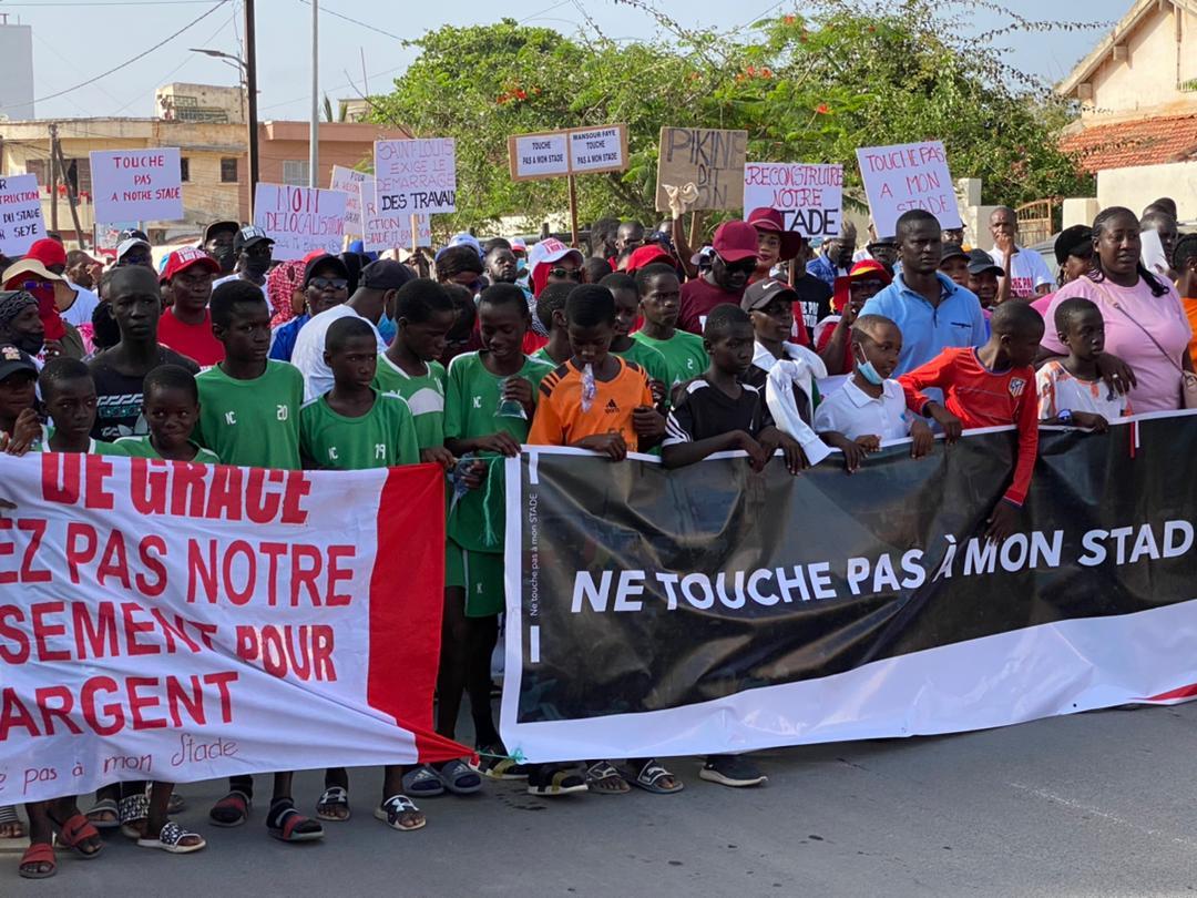 Saint-Louis : La plateforme citoyenne et d'action investit la rue pour dire non à la délocalisation du stade Me Babacar Sèye.