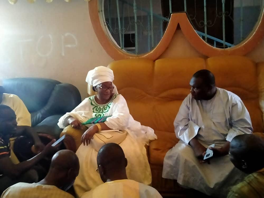 (IMAGES - BAMBEY) : El Hadj Dia conduit une délégation de l'Apr chez Aïda Mbodj pour présenter ses condoléances.