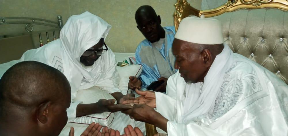 TOUBA / Le Khalife de Taslima, El Hadj Cheikh Sidya Diaby reçu par Serigne Mountakha Mbacké.