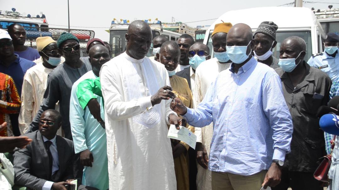 Modernisation du transport inter-urbain : Le ministre Mansour Faye lance la mise en circulation entre Dakar et Saint-Louis de 25 mini-cars climatisés.