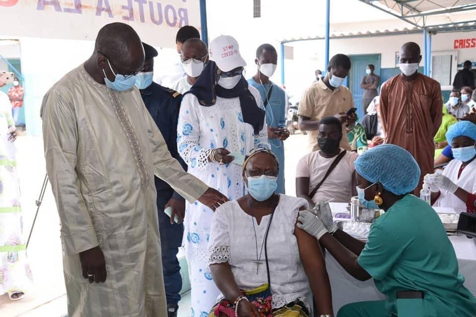 Covid-19 au Sénégal : Près de 500.000 doses de vaccins réceptionnés ce mardi.