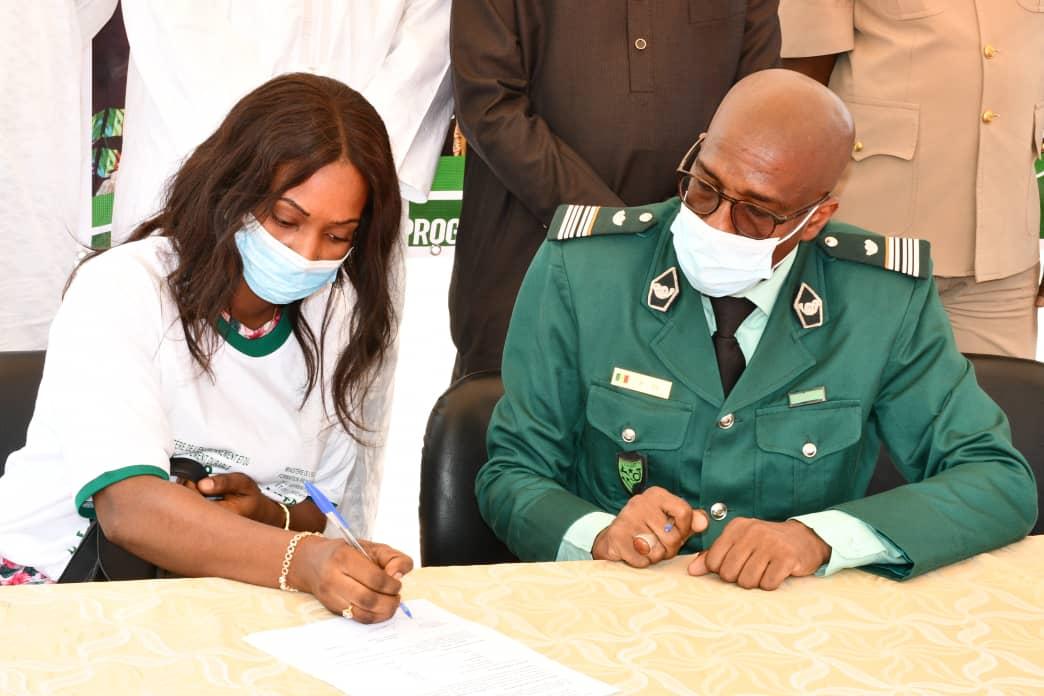 Lancement à Louga du programme «Xeuyou Ndaw Gni» : 50 jeunes du quota attribué au secteur de l'environnement ont signé leurs contrats.