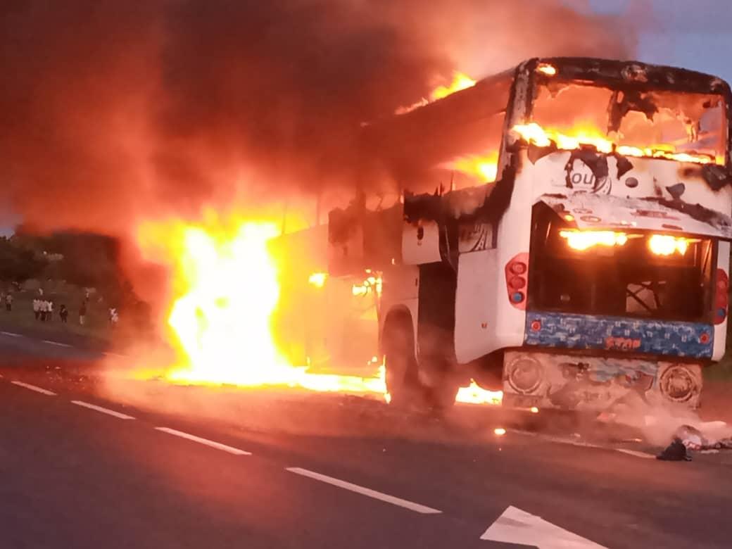 Kaolack : Un bus prend feu à l'entrée de Ngathie Naoudé.