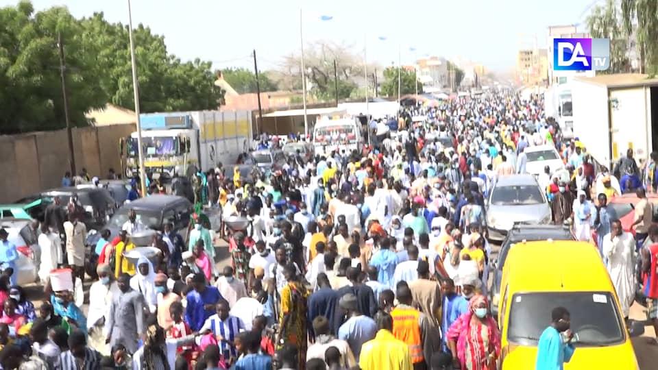 IMAGES JOURNÉE QACAÏDS / Touba accueille une foule immense venue prendre part aux prières recommandées par le Khalif général des Mourides pour exorciser le mal.
