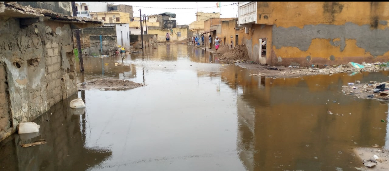 Pluies diluviennes à Dakar : Diamaguène/Sicap-Mbao, Keur Massar, Rufisque et plusieurs autres zones déjà sous les eaux.