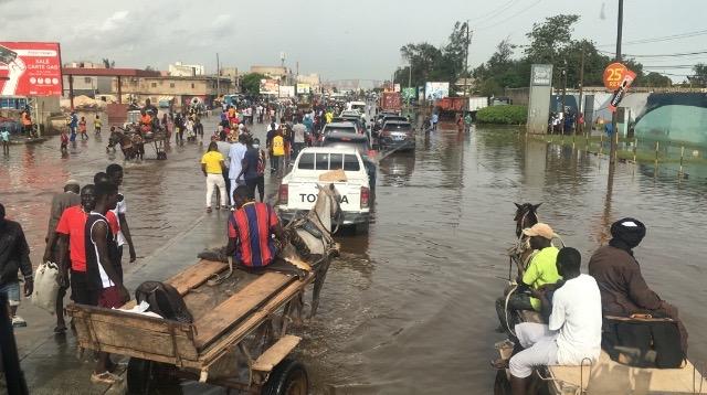 Inondations à Fass Mbao : Les charrettes comme moyen de transport à raison de 500f par passage.