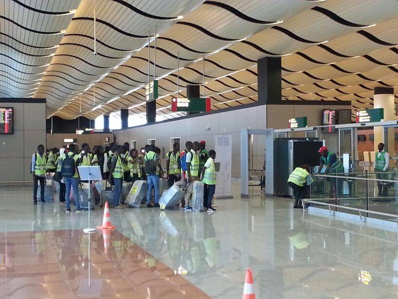 Aéroport Diass / L'agent de sécurité qui a dérobé 310.000 F à un passager, trahi par les caméras...