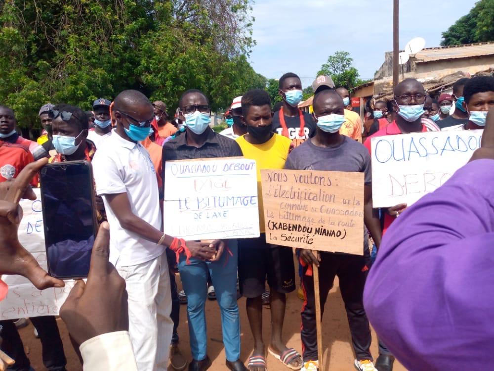 VELINGARA : marche des populations du Wassadou pour réclamer de meilleures conditions de vie.