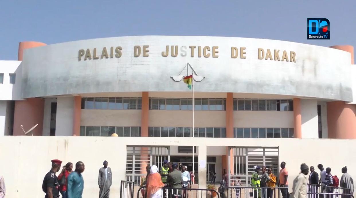 Violence à ascendant : Pour une histoire de cheveux teints, Pape Mouridy Mbaye assène un coup-de-poing à son père et atterrit devant la barre.