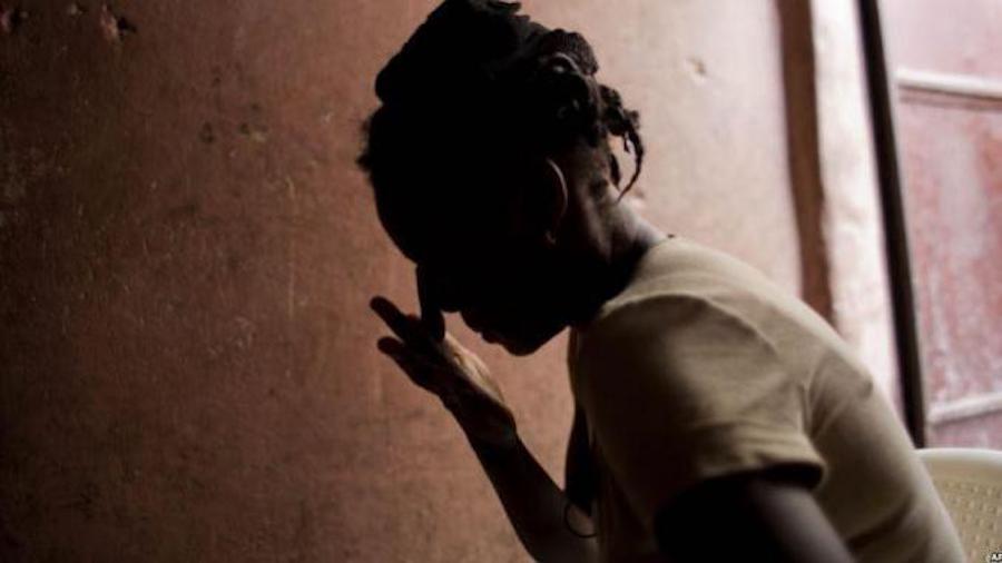 VIDÉO OBSCÈNE - Deux commerçants du marché Ocass déférés pour avoir transformé en objet sexuel une fille finalement tombée enceinte