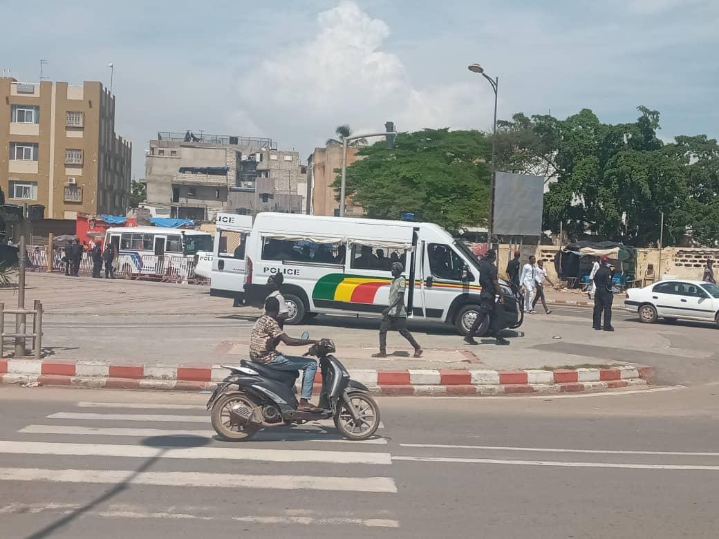 Marche contre la cherté de la vie au Sénégal: la place de la Nation barricadée avec un énorme dispositif policier (images)